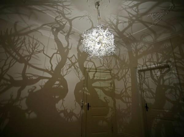 forest-tree-shadow-chandelier-hilden-diaz-1-600x449