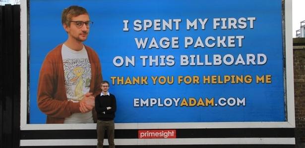 ingles-adam-pacitti-publica-agradecimento-em-outdoor-apos-conseguir-emprego-1376046986701_615x300
