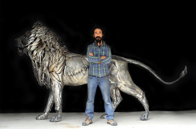 Majestic-Lion-Made-of-4000-Metal-Scraps4-640x422